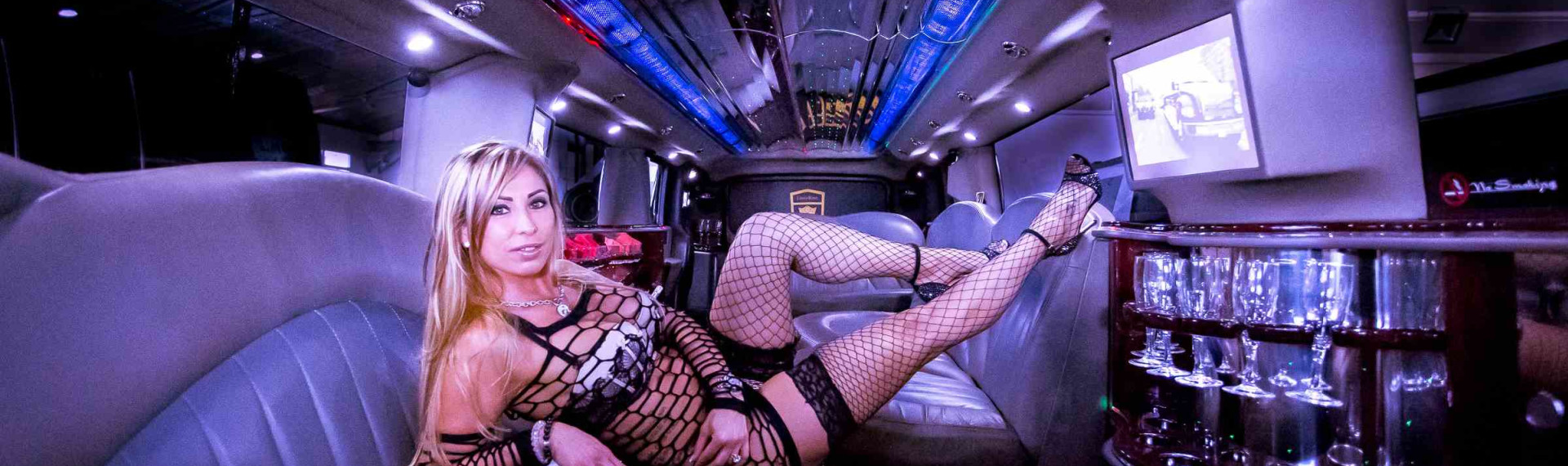 Strip Limo Lincoln in Cologne for Stag Dos | Pissup