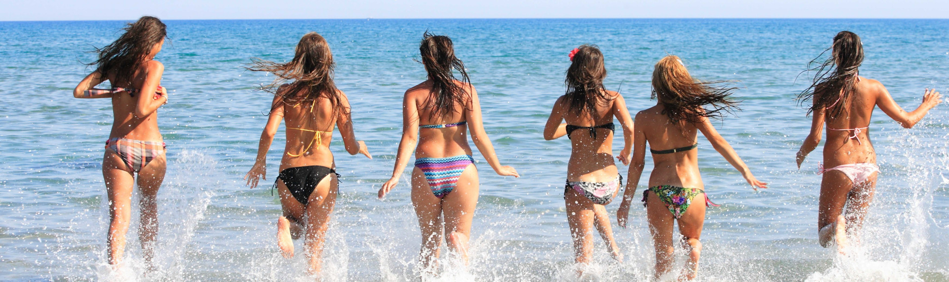 6 hot girls in the water by the beach