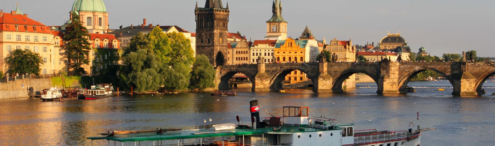 Prag Schifffahrt mit Essen