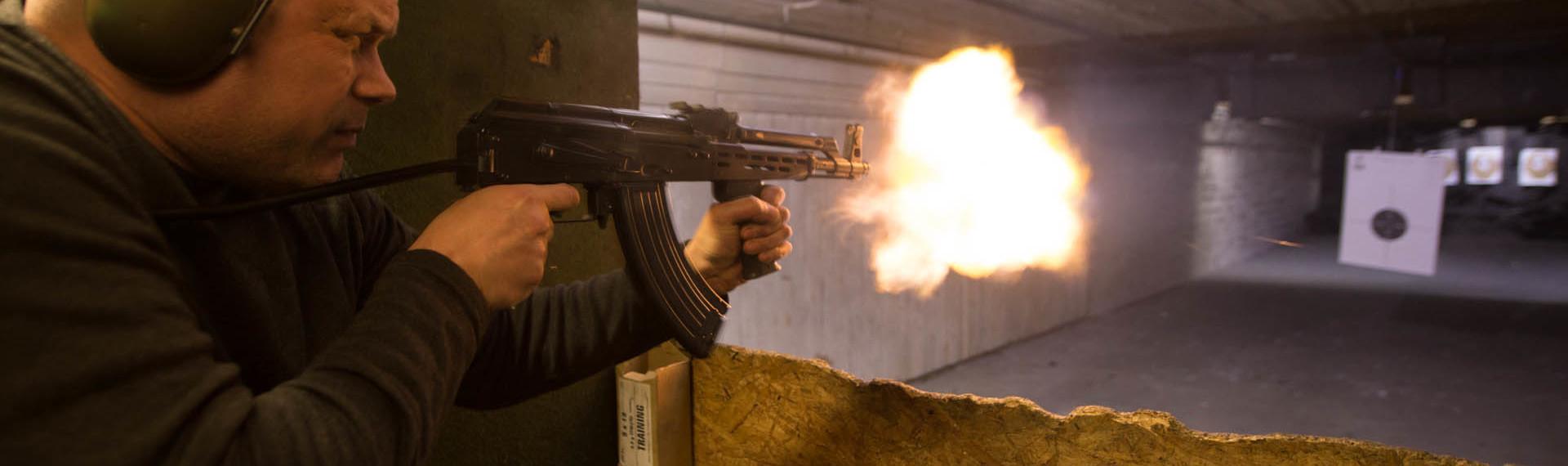 Pistolen und Gewehr im Bunker Pilsen